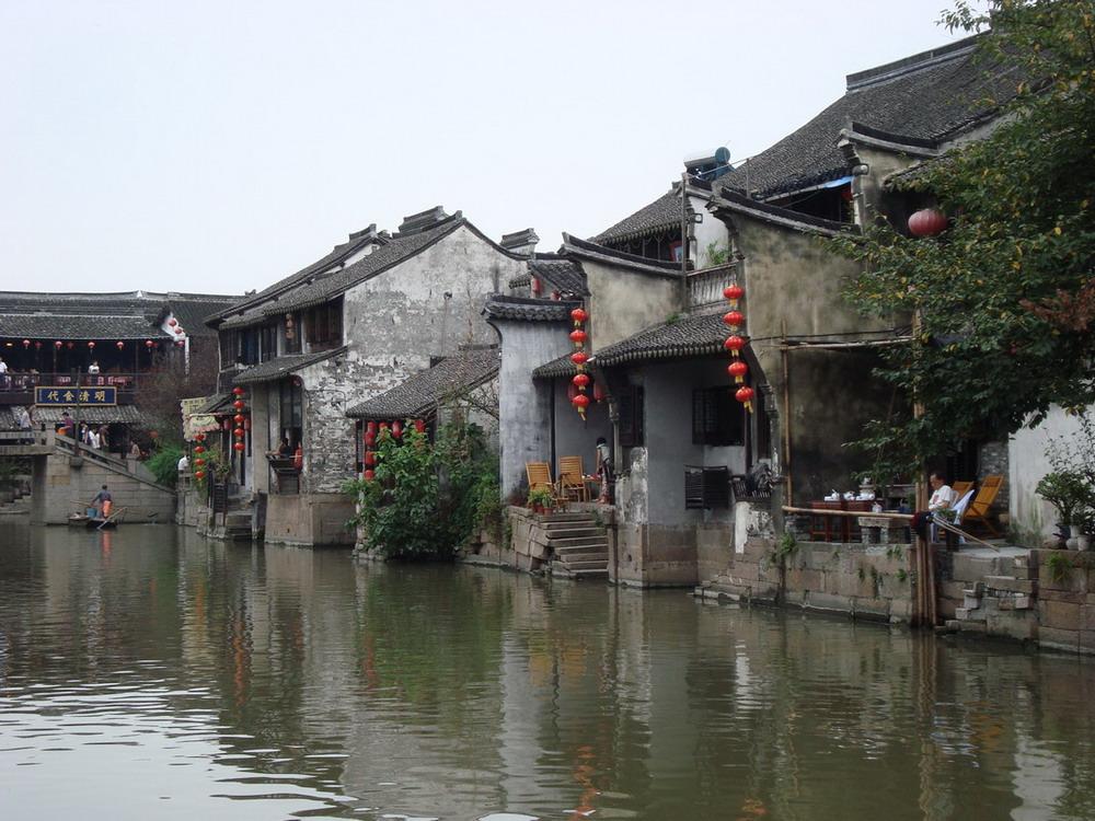 门有长途汽车去嘉兴,中途在嘉善下车,换乘公共汽车到西塘3元,高清图片