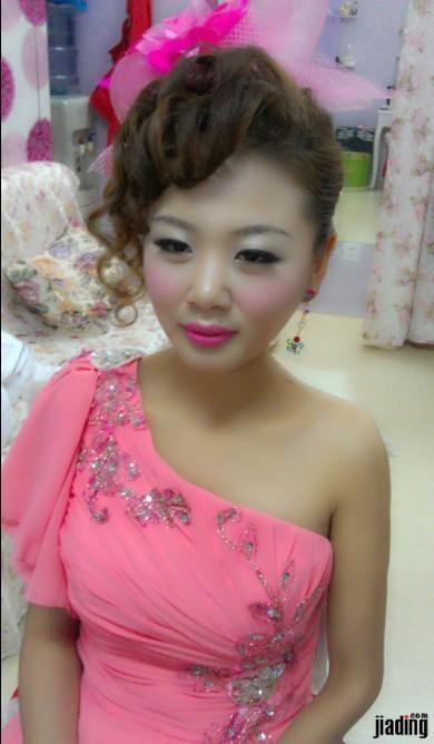 适合冬季的新娘盘发和旗袍发型图片